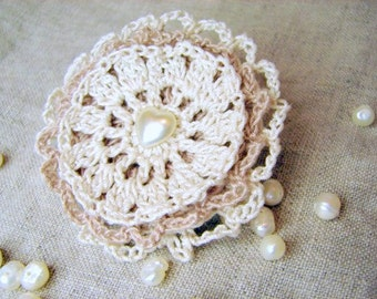 Crochet brooch - cappuccino and cream with a heart