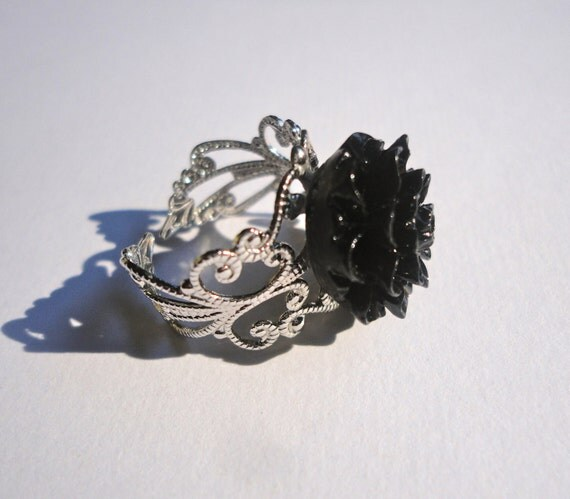 Chrysanthemum Ring in Black and Silver