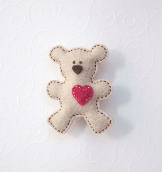 Teddy bear felt brooch in gray - with pink heart