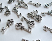 10 Heart skeleton key small charms antique silver 21x9mm P22625AS