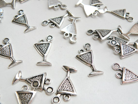 10 Martini glass charms beverage drink antique silver plated 21x11mm DB18549