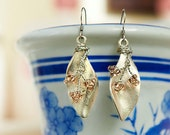 Hamdmade earrings with metal leaves,wire,beads By Penyball on Etsy