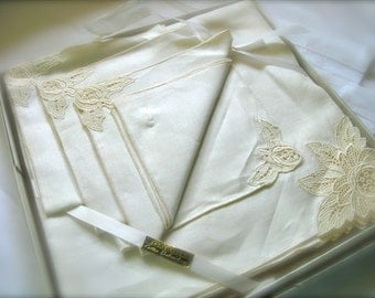 Linen Tablecloth and Napkin Set, Mid Century
