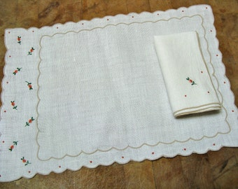 Eight Piece Linen Rosebud, Napkins and Place Mats