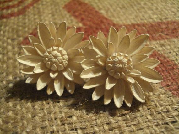 Vintage White Daisy Clip-On Earrings
