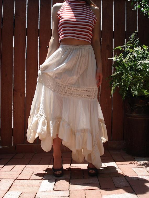 Off-White Muslin Peasant Skirt / Maxi Skirt / Tiered w Crochet Detail / Women's Size Medium