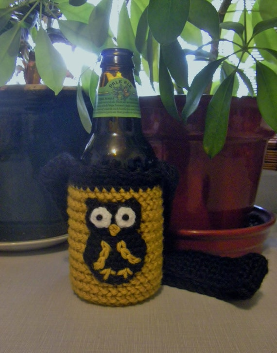 Black and Gold crocheted bottle / can / water bottle koozie with owl appliqué and neck strap. Who Dat.