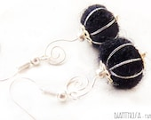 Black and silver felted earrings with style vintage