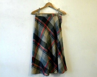 70s Vintage Wool Plaid Skirt / Red Black Tartan / Medium