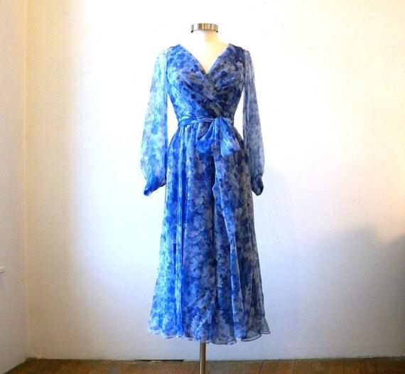 Floaty Chiffon Dress / Maxi Dress 70s Blue Floral / Wrap Style / S - M