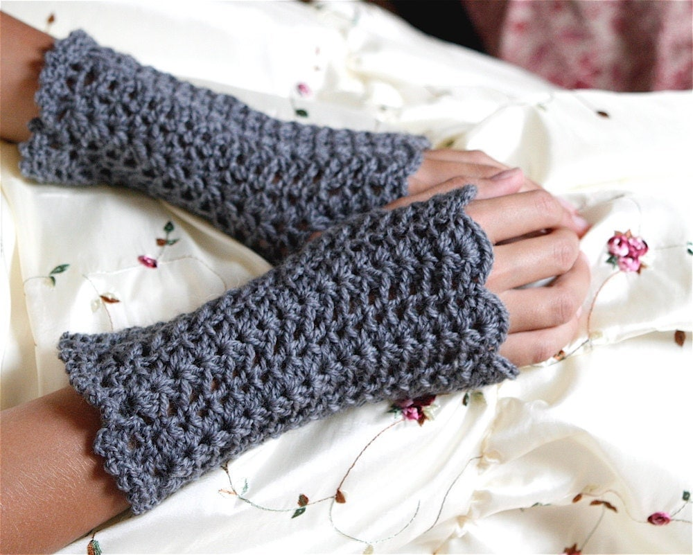 Crochet Patterns Gloves Fingerless : Lacey Crochet Fingerless Gloves Wristwarmers by CrochetbyMarianneS