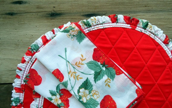 Vintage Strawberry Placemat Napkins Set Quilted Red White Retro Cottage Shabby Chic