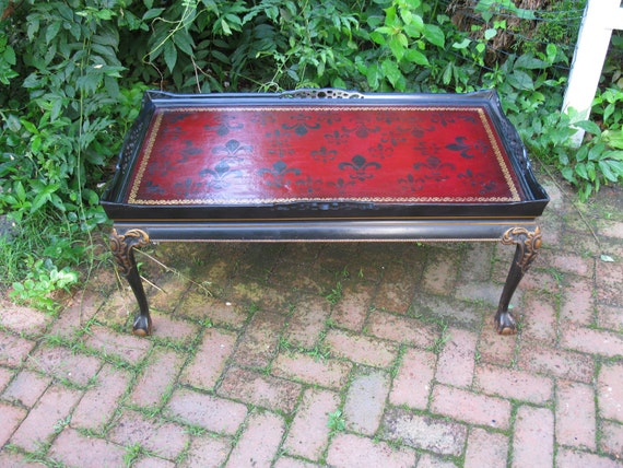 antique gothic coffee table with claw feet painted fleur de. Black Bedroom Furniture Sets. Home Design Ideas