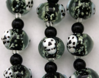 Halloween Skull Glow In Dark Lampwork Glass Beads(Pack of 12 beads)L01012