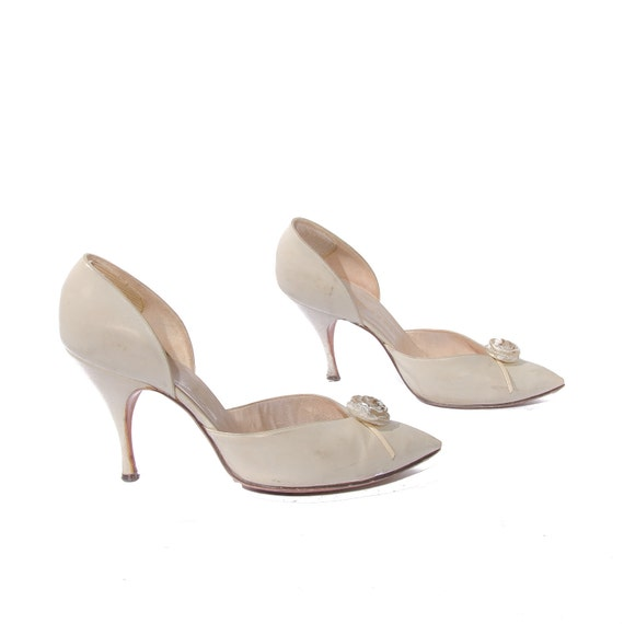 Vintage Ivory High Heels by Joseph / Herbert Levine with Rose Detail size 8 B