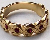"Vintage AVON ""Heart to Heart"" Goldtone Band Ring with Ruby Red Crystals / Look of Rubies or Garnets"