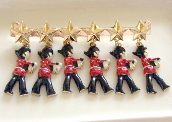 Changing the Guards at Buckingham Palace Brooch .. English Guards brooch, charm brooch