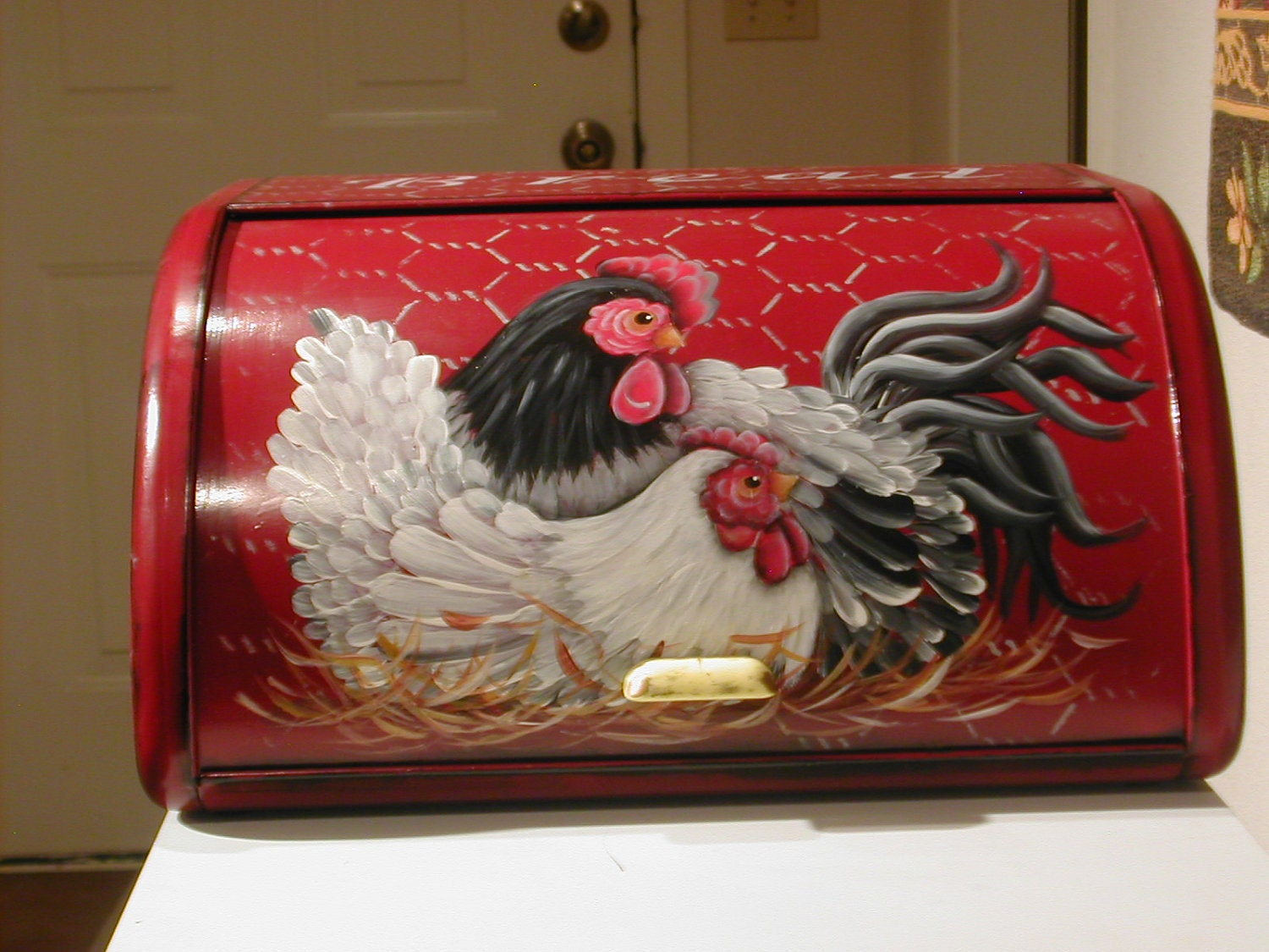 Vintage Roll Top Bread Box With Rooster And Hen