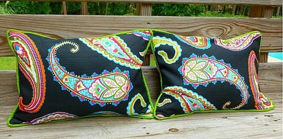 """Reversible 13"""" x 19"""" Indoor/Outdoor Pillow Cover in Jazzy Paisley on Black w/ Cording and Invisible Zipper"""