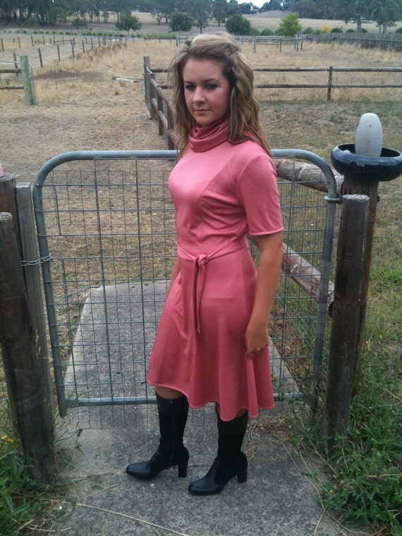 1970s peachy pink day dress with detachable button collar