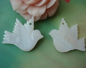 6 pcs 25x20mm White beaded Sea Shells Seashells Flying doves Pigeon Birds jewelry charms pendants g39670