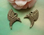 25 pcs 17x14mm Antique Bronze Double Sided Flying Hummingbird Birds Charms Pendants g33070