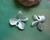 10 pcs 15x15mm Matt Silver Silvery Copper Filled Four Leafs Lucky Clovers Flowers with two Loops Charms Pendants g55722