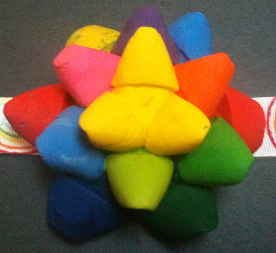 Rainbow Scented Crayon Present Bow