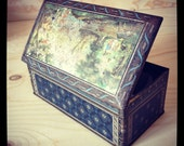 Vintage Tin with hinged lid