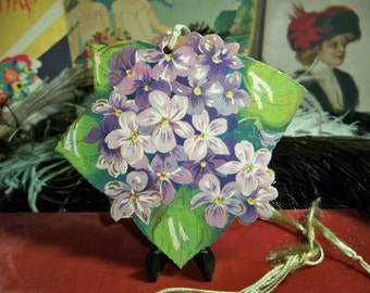 Beautiful 1920's-30's die cut  gold gilded bridge tally  purple and lavender lilac flowers unused early hallmark