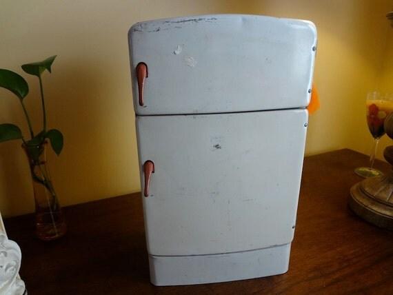Vintage Wolverine Toy Metal Refrigerator By