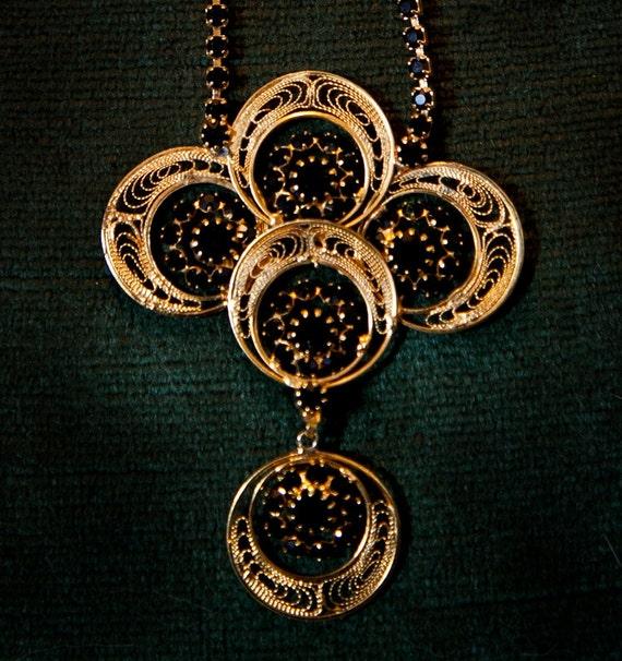 BLACK stones // GOLD filigree  (PHOTOSHOOT item)