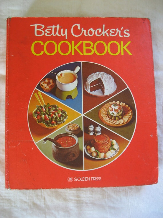 Betty Crocker Cookbook Red Pie Cover 5 Ring Binder Vintage 1970s