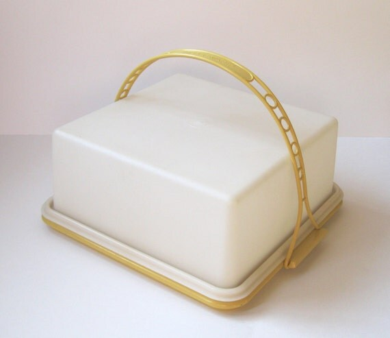 Vintage Tupperware Cake Carrier
