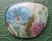 Pretty Vintage Glittery Flower Brooch