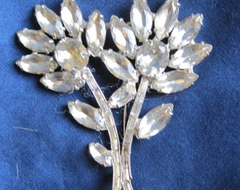 Beautiful Vintage Rhinestone Flower Brooch