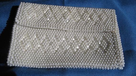 Dainty Vintage White Emson Beaded Bag