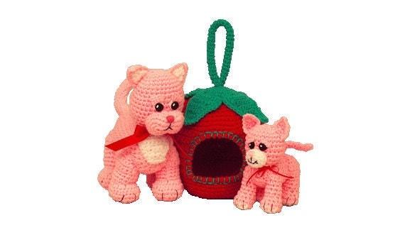 PDF Amigurumi Kitten - Crochet Kitten Pattern Strawberry Carrier & Pink Kitten and Cat.  (7229) Td creations