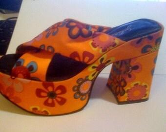 vintage groovy platform sandals size 6