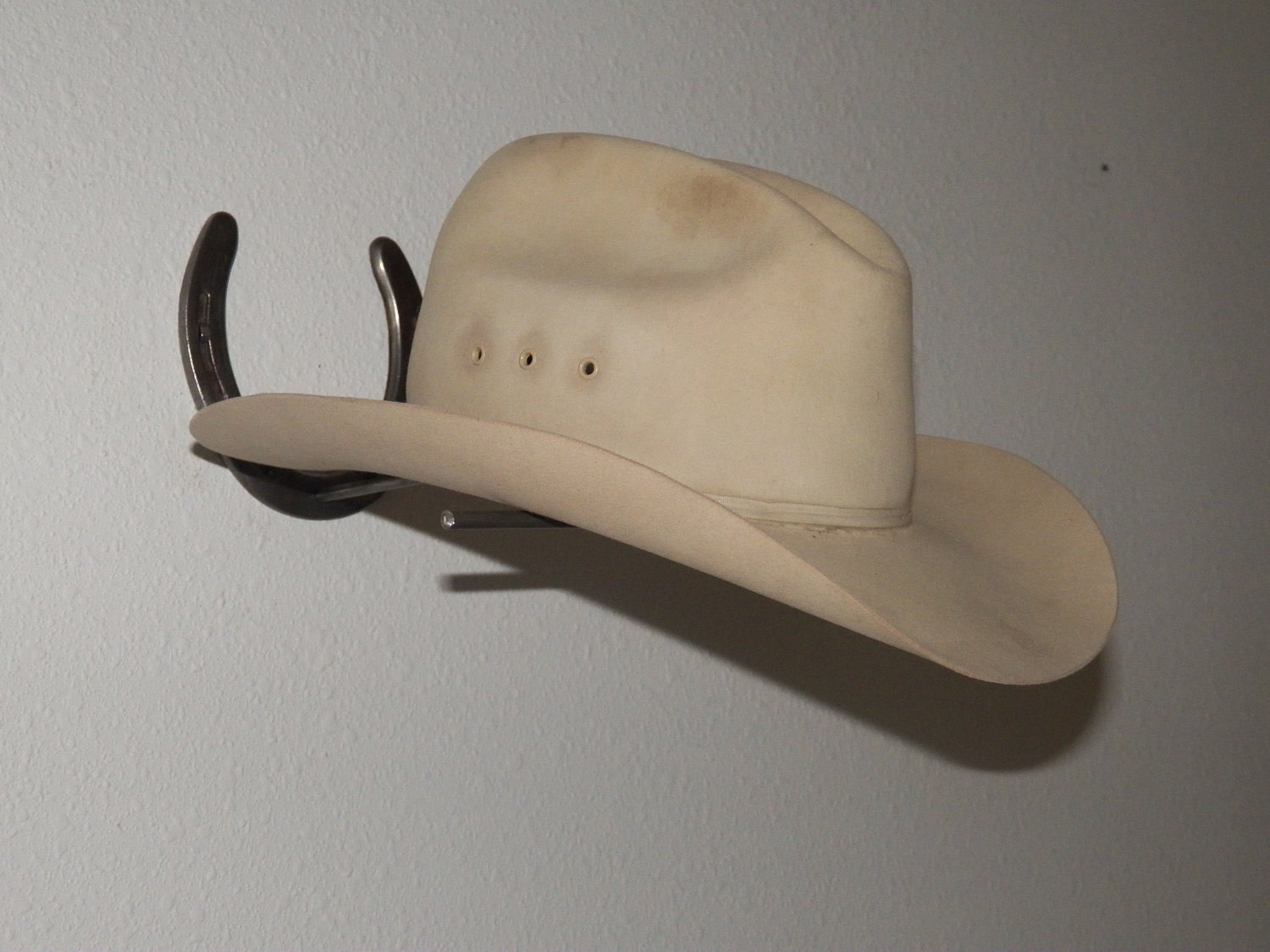 how to make a cowboy hat rack
