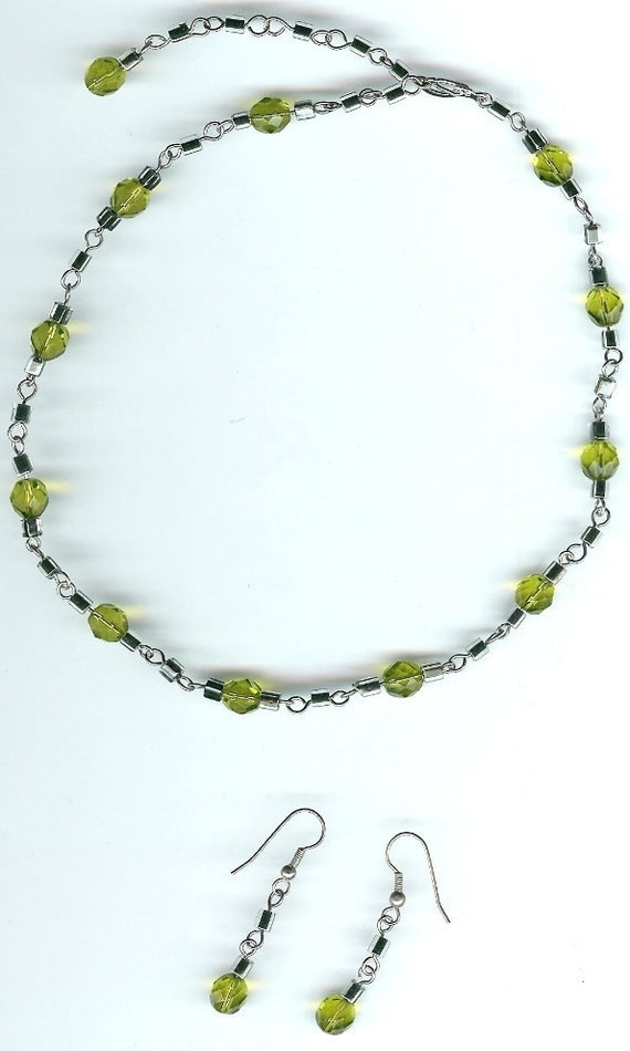 Olivine Green and Black Lined Crysal Glass Handmade Links Adjustable Necklace and Earring Set   FREE SHIPPING
