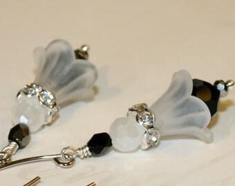 Bridesmaid earrings, Lucite flower earrings, black and white flower dangle earrings