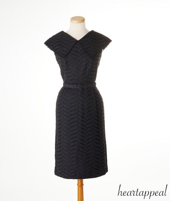 vintage 1950s dress // DARLING EYELET black dramatic portrait collar henry lee spring day