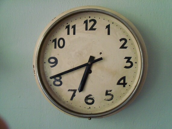 Wall Clock - Vintage Metal Wall Clock Schoolhouse Kitchen Clock with Key