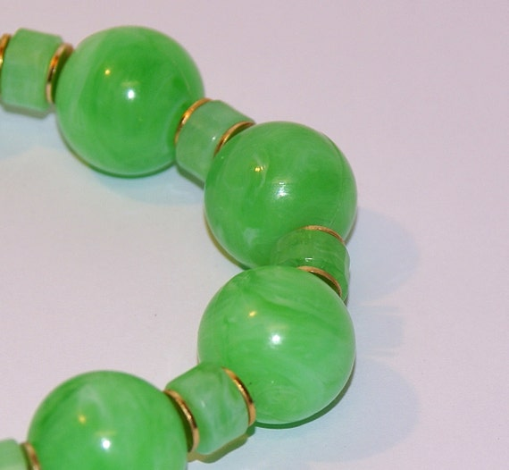 Vintage 1960 Lucite Chunky Green Bead Necklace