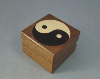 Engagement ring box with Ying/Yang inlay.  Free shipping and Engraving.  RB37