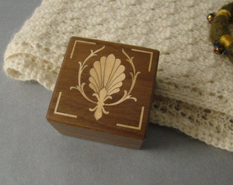 Ring box with inlaid shell fan.  Free Shipping and engraving.  RB20