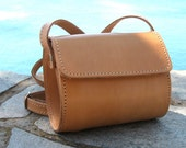 Small leather barrel purse / Women natural (tan) leather clutch / Crossbody / Shoulder bag