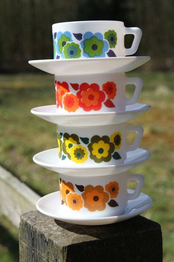 Arcopal France Lotus coffee/tea cups with Arcopal France saucers - set of 4