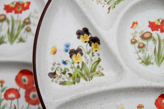 Gourmet or tapas plates with print of wild flowers